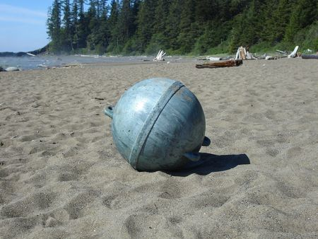 砂の上のブイを釣り