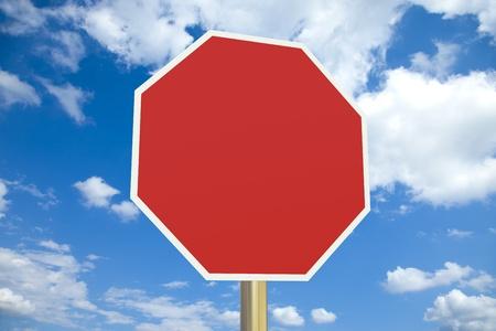 se�ales de precaucion: Se�al de stop en blanco con trazado de recorte Foto de archivo