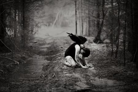 maquillaje de fantasia: Imagen de fantas�a con un �ngel ca�do Foto de archivo