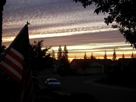 American Flag with Sunset Silouette 版權商用圖片