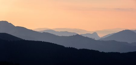 Forest Mountain Scene at Sunrise. Sunrise in the Mountains. Stock fotó - 112601596