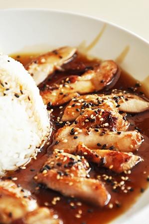 ajonjoli: Pollo teriyaki con arroz cocido al vapor