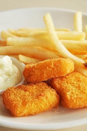 nuggets de poulet: Frites fran�aises et nuggets de poulet Banque d'images