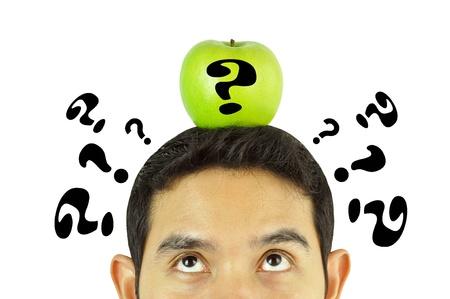 logica: Un pensamiento del hombre con la manzana en la cabeza Foto de archivo