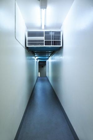 orificio nasal: Largo pasillo estrecho en el interior del edificio