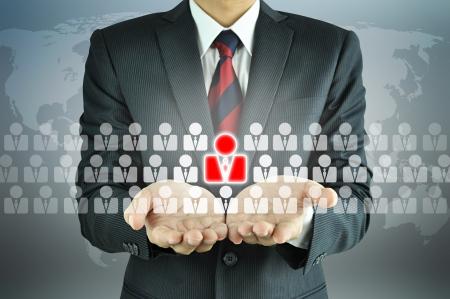 relaciones humanas: Empresario con signo de Recursos Humanos - RRHH, gesti�n de recursos humanos, el concepto de desarrollo de recursos humanos