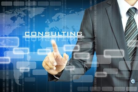 회사: 사업가 가리키는 컨설팅 단어