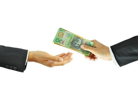 cash money: La mano del hombre de negocios el envío de dinero Foto de archivo