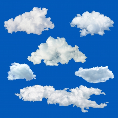 fluffy: Conjunto de nubes aisladas sobre fondo azul