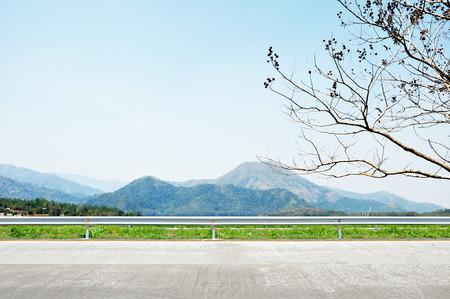 Prachtige berglandschap - langs de weg uitzicht