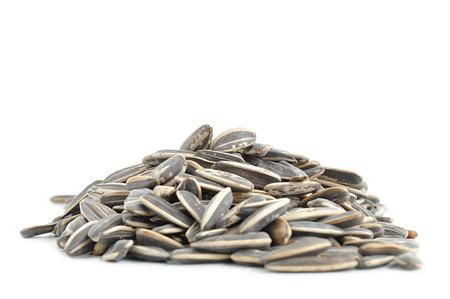 semillas de girasol: Montón de semillas de girasol sobre fondo blanco Foto de archivo