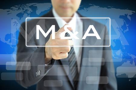 M & A 仮想画面 - 合併 & 買収に触れて実業家手コンセプト 写真素材