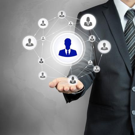 gerente: Mano hombre de negocios con icono de red - RRHH, gesti�n de recursos humanos, desarrollo de recursos humanos, el trabajo en equipo y concepto de liderazgo