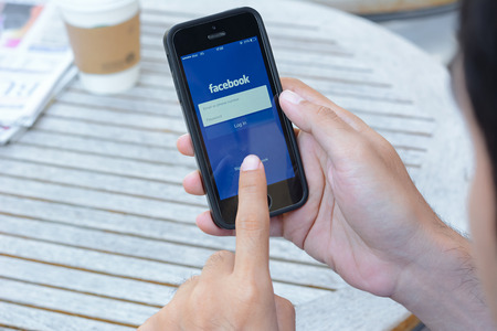 Fackbook application on iphone , Facebook is one of the most famous social networking website from USA that also has application on smart phones.