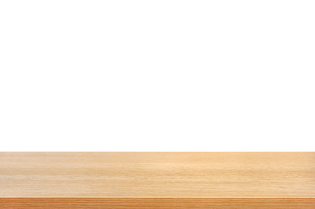 drewno: Blat z drewna na białym tle - może być używany do wyświetlania lub montage swoje produkty