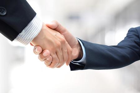 Handshake von Geschäftsleuten - Gruß, Handel, Merger & Acquisition-Konzepte Standard-Bild