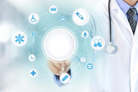 medicamentos: Cuide la mano tocando el c�rculo blanco en la pantalla virtual, atenci�n sanitaria y m�dica del concepto del fondo - puede montage o poner sus textos (im�genes) en un c�rculo