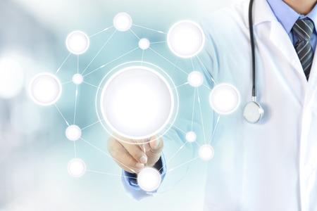 doctoras: Mano del doctor tocar c�rculo blanco en la pantalla virtual, atenci�n sanitaria y m�dica del concepto del fondo - puede montage o poner sus textos (im�genes) dentro de los c�rculos