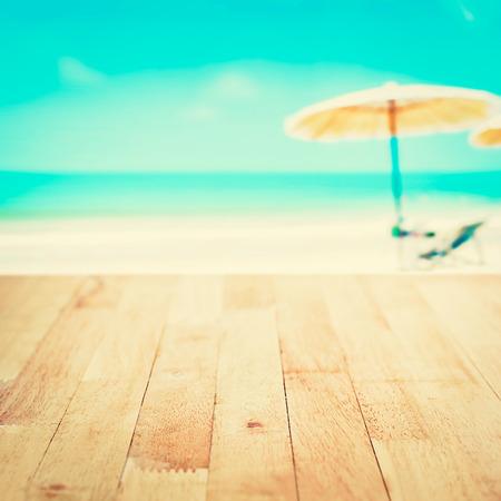 arena: Vector de madera en el fondo borroso playa de arena blanca, el tono de época - se puede utilizar para el montaje o mostrar sus productos