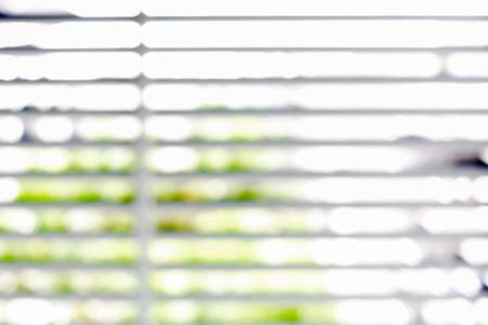 fond: Flou store de fenêtre pour le fond