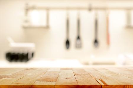 drewniane: Drewno blat (w wyspie kuchennej) na rozmycie tła w kuchni - może być używany do wyświetlania lub montage swoje produkty