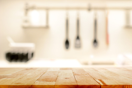 madera: Vector de madera (como isla de cocina) en el fondo de la cocina desenfoque - se puede utilizar para la visualización o el montaje de sus productos
