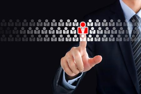 Zakenman de hand aanraken van rode menselijke pictogram op het virtuele scherm - tribune uit van de menigte, P & O en HRM concepten Stockfoto - 43626437