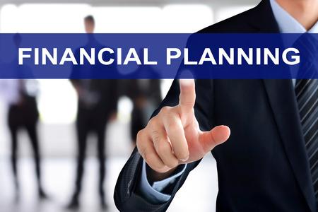 planificacion: Mano de empresario pestaña PLANIFICACIÓN FINANCIERA tocando en la pantalla virtual Foto de archivo