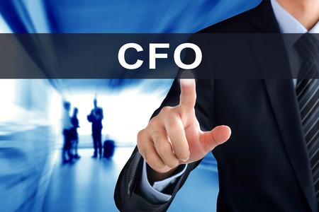 comité d entreprise: Businessman la main touchante CFO (Chief Financial Officer ou) signe sur l'écran virtuel