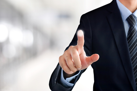 dedo: Empresario mano tocando la pantalla virtual vac�o, moderno concepto de negocio - puede ser utilizado para el montaje de su texto o im�genes en el dedo Foto de archivo