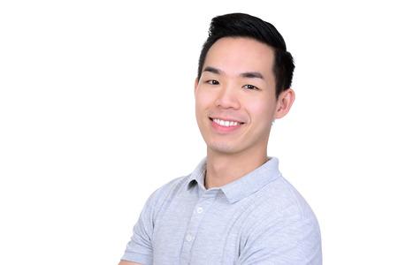 Feliz hombre de origen asiático - aislado en fondo blanco