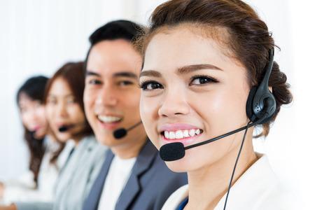 Lächeln Call-Center-Team - Kundenservice, Telemarketer und Betreiberkonzepte