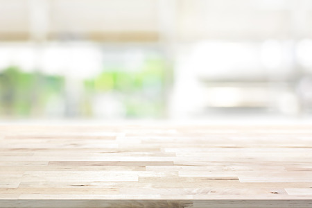 Wood table top on blur kitchen window background - can be used for display or montage your products (or foods) Stockfoto