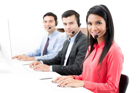 사무실의 콜센터 (또는 텔레마케터) 직원