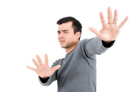 molesto: Un hombre que hace la parada (o no) gesto, sobre fondo blanco