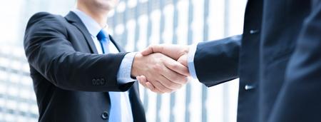 Businessmen making handshake,  panoramic banner Foto de archivo