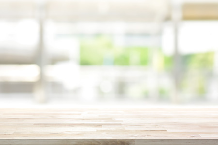 Wood table top on blur kitchen window background - can be used for display or montage your products (foods) Stockfoto