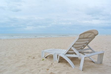 chaise longue: Beach chair