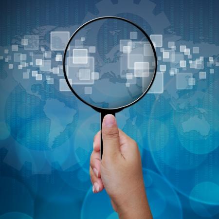 lupa: Lupa en blanco en la pantalla de cristal fondo interfaz