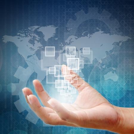 Main de femme poussant sur une interface à écran tactile Banque d'images - 15053334