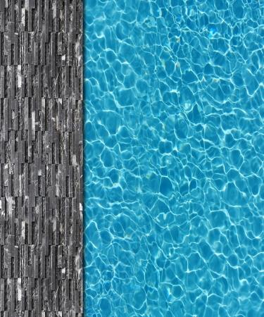 L'eau fraîche en arrière-plan piscine