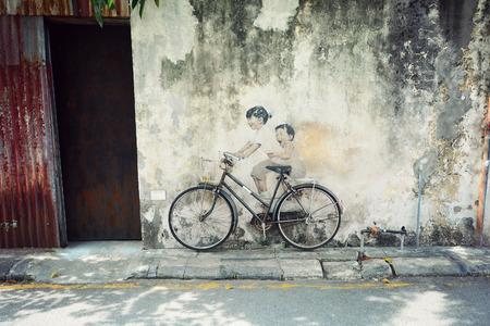 bicicleta retro: Arte callejero, Georgetown Penang, Malasia Editorial