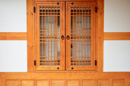 Fenêtre en bois de style coréen en Corée du Sud. Banque d'images