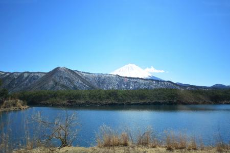 Snow mountain front Mountian Fuji at Kawaguchi Lake in Japan.