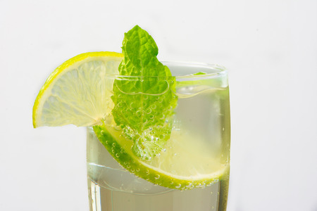 summer drimk Hugo Champagne drink with elderflower syrup mint and lime photo