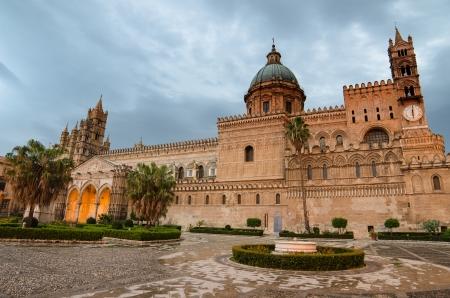 Die Kathedrale von Palermo, Sizilien, Italien Standard-Bild - 21711781