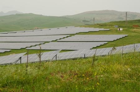 cobradores: colectores solares en Sicilia, Italia Foto de archivo