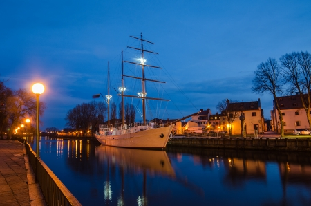 Klaipeda  Lithuania  at night  Old Town and Dane river  Ship Meridianas, 1948, the symbol of Klaipeda city Standard-Bild
