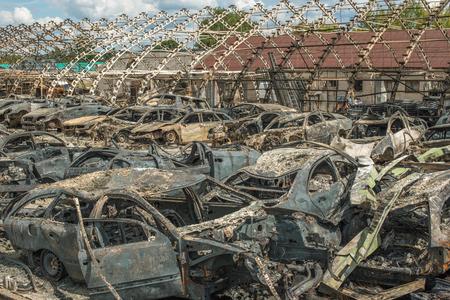 quemado: Coches quemados despu�s gran incendio Foto de archivo