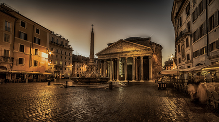rome: Rome, Italy: The Pantheon at night. Building was completed by the emperor Hadrian Stock Photo